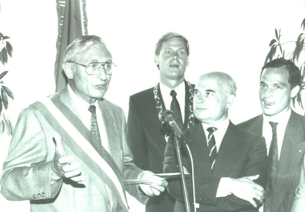 Souvet-Henke-1990